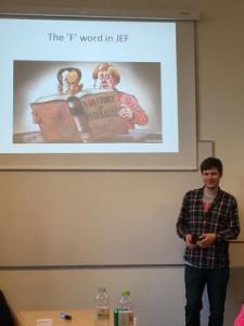 Henrik Magnusson, Vorsitzender der JEF Dänemark (Europæisk Ungdom) hält ein Impulsreferat über Föderalismus